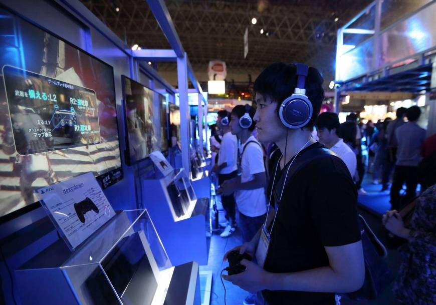Sony expects price, content to up PS4 sales