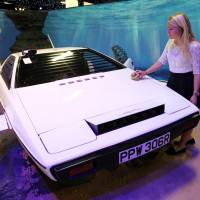 007's Lotus Sub sells for £550,000