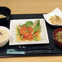 Healthy harvest: A lunch set served at the Shunkoku Shunsai Cafe, a 'yakuzen' restaurant in Minato Ward,  Tokyo, uses ingredients based on Chinese herbal medicine. | KYODO