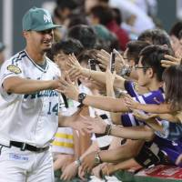 Hawks' Oseguera downs Eagles in Japan debut