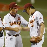 Job well done: Eagles manager Senichi Hoshino congratulates starting pitcher Masahiro Tanaka, who won his 20th game of the season on Friday. | KYODO