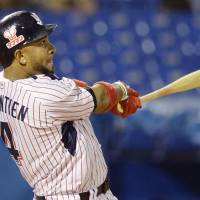 Balentien belts 54th home run in loss to Carp