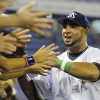 Balentien ties single-season home run record