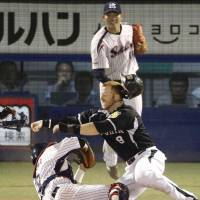 Swallows snap losing streak in wild encounter with Tigers