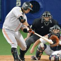 Giants edge closer to pennant