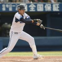 Make it happen: Shoichi Ino hits an RBI single in the fourth inning of the BayStars' 7-2 win over the Giants on Saturday. | KYODO