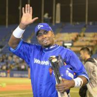 Not a bad night's work: Yokohama's Tony Blanco waves to fans after hitting two home runs in the BayStars' 6-3 win over the Swallows on Monday. | KYODO