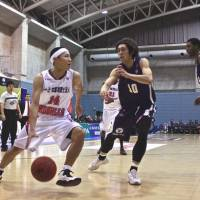 Drive for success: Iwate's Kenichi Takahashi (14) and his team begin their preseason on the road this weekend against the perennial power Ryukyu Golden Kings. | KAZ NAGATSUKA