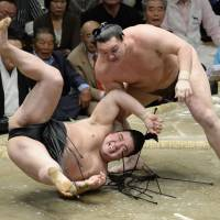 Harumafuji escapes wrath of yokozuna council