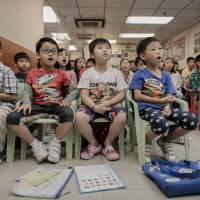 Ya'll hear this: Children practice speaking with an American accent at an English school in Hong Kong on Sept. 29. | AFP-JIJI