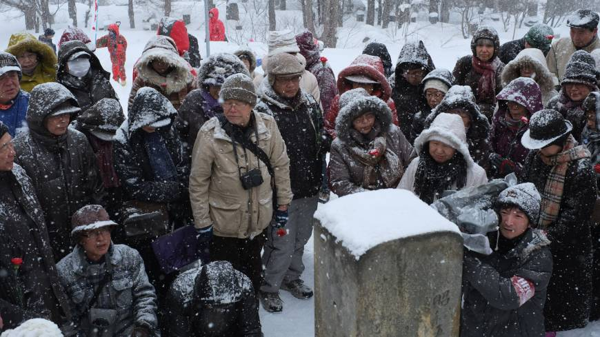 Commemoration: Members of the Takiji-sai, a group of admirers of late proletarian writer Takiji Kobayashi, gather at his grave in Otaru on Feb. 20, the 80th anniversary of his death.