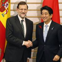 Madrid leader visits Abe; pair mark 400 years of bilateral ties