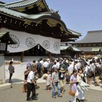 Snubbed: Visitors pack Yasukuni Shrine in Tokyo on Aug. 15, to mark the anniversary of Japan's defeat in World War II. Prime Minister Shinzo Abe will reportedly not attend the war-related shrine's autumn festival, which begins Thursday. | KYODO