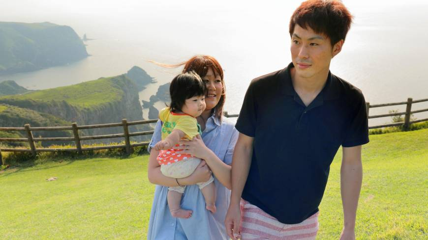 Masaru Watanabe, a crewman on the Ichimaru, accompanies his wife, Mai, and their daughter to the Matengai cliff, one of the tourist spots on Nishinoshima.