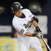 Buffalo stance: Orix's Naotaka Takehara hits a run-scoring double in the sixth inning of the Buffaloes' 1-0 win over the Marines on Monday. | KYODO