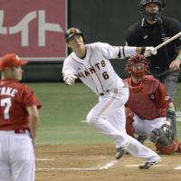 Giants atone for early miscues, capitalize on late opportunities to edge Carp in Game 1