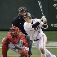 Timing is everything: The Giants' Shuichi Murata delivers the game-winning single in the seventh inning against the Carp on Wednesday. | KYODO