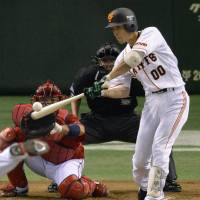 Turn it up: Yomiuri's Takayuki Terauchi hits a home run in the third inning on Thursday at Tokyo Dome. | KYODO