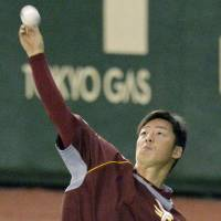 Tuesday assignment: Eagles starting pitcher Manabu Mima faces the Giants at Tokyo Dome in Game 3. | KYODO