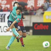 Pile driver: Urawa's Genki Haraguchi scores in the 71st minute against Kashima on Saturday afternoon. Reds beat Antlers 2-1. | KYODO