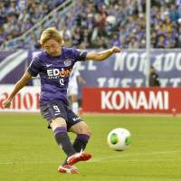 Off the ground: Naoki Ishihara of Sanfrecce Hiroshima takes a shot against Vegalta Sendai on Saturday in the J.League. Ishihara scored the match's lone goal to lead Hiroshima to victory. | KYODO