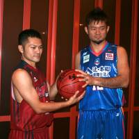 The start: Bambitious Nara guard Takuma Yamashiro (left) and Aomori Wat's forward Daisuke Takaoka are veteran leaders for their expansion teams, who begin their inaugural season on Saturday against the Osaka Evessa and Iwate Big Bulls, respectively. | KAZ NAGATSUKA