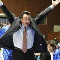 New team, new challenge: Shimane Susanoo Magic coach Vlasios Vlaikidis is working to put his stamp on the Western Conference team this season. It's a work in progress for Shimane, which is 0-5 after Saturday's loss to the Kyoto Hannaryz. | SHOGO OKAMOTO
