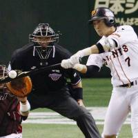 Banner performance: The Giants' Hisayoshi Chono had a 3-for-3 night at the plate with three RBIs in Yomiuri's come-from-behind win in Game 3 | KYODO