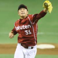 Winning strategy: Eagles starter Manabu Mima effectively used his off-speed curveball to hold the Giants scoreless over 5 2/3 innings in Game 3 | KYODO
