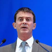 Tough-talking Valls becomes French favorite