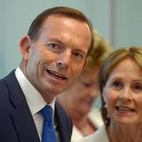 Time to fold: Australian Prime Minister Tony Abbott attends the opening of a new medical center in Sydney on Tuesday. Abbott on Saturday decided to end a tense stand-off with Indonesia over a boat of asylum seekers seeking to reach Australia, agreeing to transfer them to Canberra's immigration centers on Papua New Guinea or Nauru. | AFP-JIJI