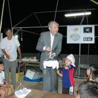 Burning curiosity: Osamu Shimomura, a Nobel laureate in chemistry, explains how to trap sea fireflies during an observation event on Kone Island, Hiroshima Prefecture, in September. | KYODO