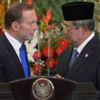 All ears: Indonesian President Susilo Bambang Yudhoyono (right) speaks with Australian Prime Minister Tony Abbott after a joint statement in Jakarta on Sept. 30. | AFP-JIJI