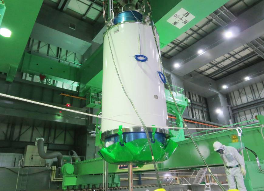 Reactor 4 pool fuel removal begins the japan times for Pool design reactor