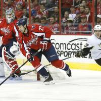 Crosby tops Ovechkin in Pens victory