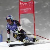 Vonn crashes while prepping for return to racing