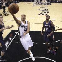 Ginobili, balanced Spurs pummel Pelicans, improve to 13-1