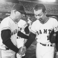 Rebel: Yomiuri Giants star pitcher Tsuneo Horiuchi, seen here with manager Tetsuharu Kawakami after a victory in 1972, proved a challenge for the skipper to deal with. | KYODO