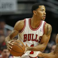 Win streak ended: Chicago's Derrick Rose looks to pass against Indiana in the first quarter on Saturday night. The Bulls downed the Pacers 110-94 | AP