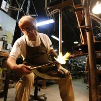 Frame by frame: Yoshiaki Nagasawa welds bicycle frames at his plant in Osaka | KYODO