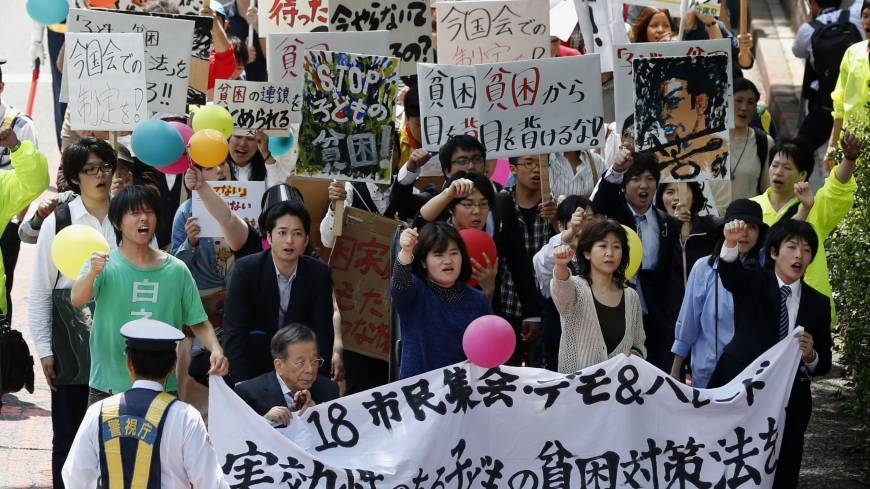 Poor man's protest: Demonstrators march in Shibuya Ward, Tokyo, in May to demand enactment of a law to rescue children from poverty.