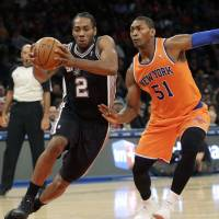 Spurs destroy Knicks for fourth straight win