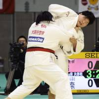 Teenage kicks: Sara Asahina (right) competes in the over-78-kg class at the Kodokan Cup at Chiba Port Arena on Saturday. Asahina won the competition. | KYODO