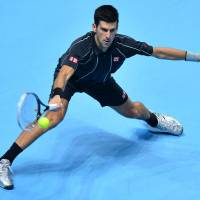 Nole outguns del Potro to make semis; Federer stays alive