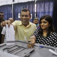 Vote halted: Former Maldives' leader and candidate in presidential elections Mohamed Nasheed casts his vote in Male on Saturday. Polls in the Maldives were thrown into disarray Sunday after the nation's top court suspended a runoff vote, denying Nasheed the chance to return to power 21 months after he was ousted | AP