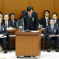 <B>Money man: Yasuhiro Sato, president of Mizuho Bank, apologizes in the Diet on  Wednesday for loans extended to <A HREF='http://yakuza.kyodo' TARGET='_blank'>yakuza.kyodo</A></B>