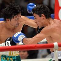 Pugilist pride: Shinsuke Yamanaka punches Mexican challenger Alberto Guevara during their WBC bantamweight title match in Tokyo on Sunday | AFP-JIJI