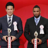 Top awards: Tohoku Rakuten Golden Eagles pitcher Masahiro Tanaka (left) and Tokyo Yakult Swallows slugger Wladimir Balentien receive Pacific League and Central League MVP honors, respectively, on Tuesday. | KYODO