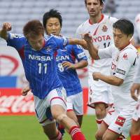 Defeat on the field: Yokohama Marinos' Manabu Saito dribbles the ball into the enemy field during its 2-1 loss to Nagoya Grampus at Nissan Stadium in Yokohama on Sunday | KYODO