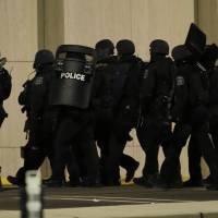 Suspect in U.S. mall shooting reportedly kills self